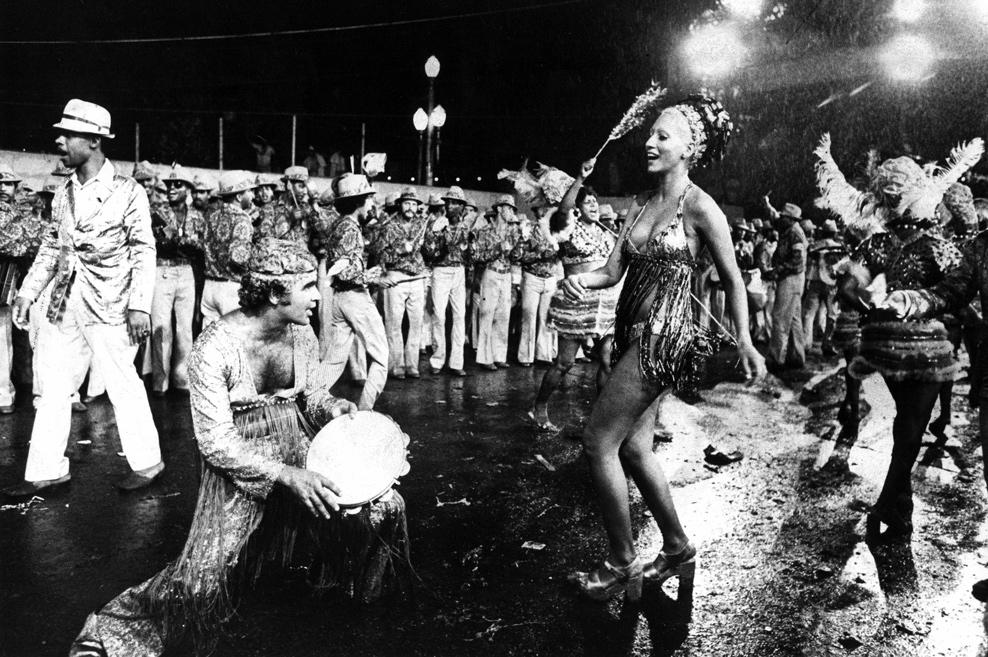 Brasil, Rio de Janeiro, RJ. Desfile das escolas de samba na rua anima o carnaval mesmo com chuva. - Crédito:ARQUIVO/AGÊNCIA ESTADO/AE/Codigo imagem:5084