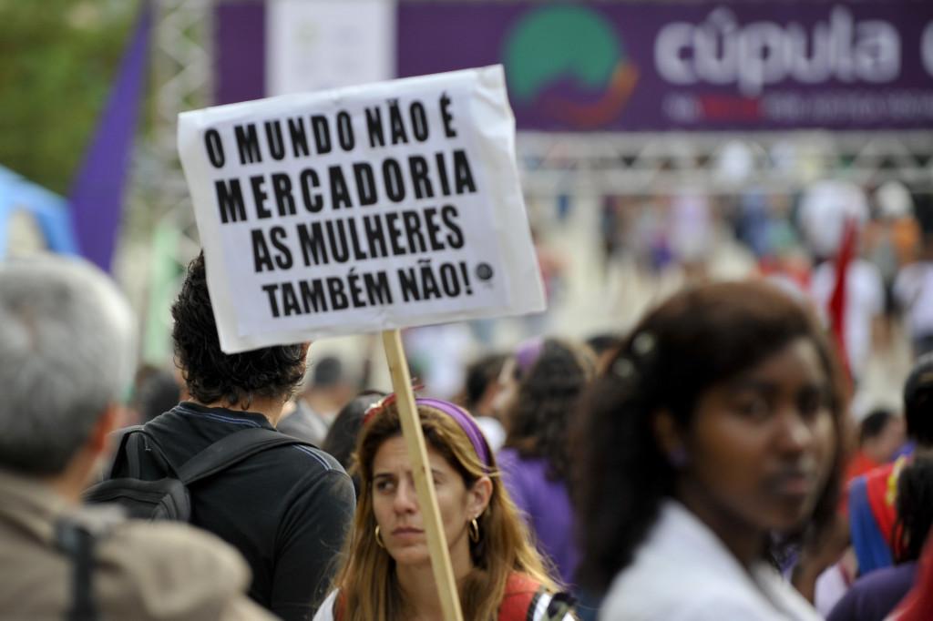 Rio de Janeiro - Mulheres de todo o país participam da Cúpula dos Povos, evento paralelo da Rio+20, e fazem protesto nas ruas da cidade