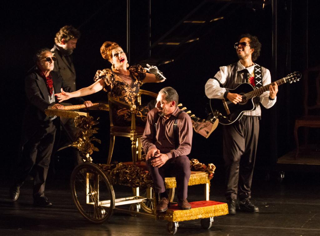 Denise Fraga em A Visita da Velha Senhora_no Teatro Sesiminas_foto Cacá Bernardes (7)