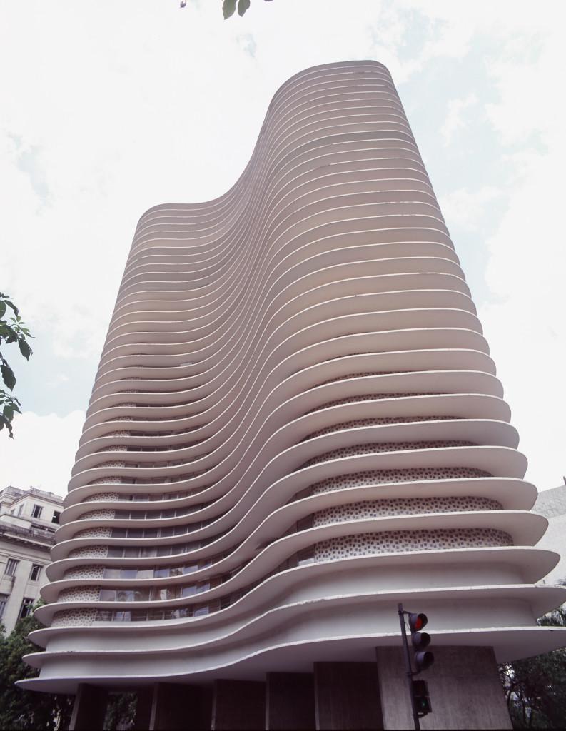 Fachada em ladrilho hidráulico, Edifício Niemeyer, Belo Horizonte, 1960, foto Tuca Reinés REDUX